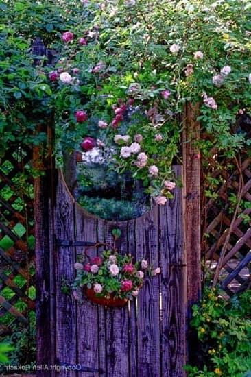 Калитка на даче: просто дверь или произведение искусства?