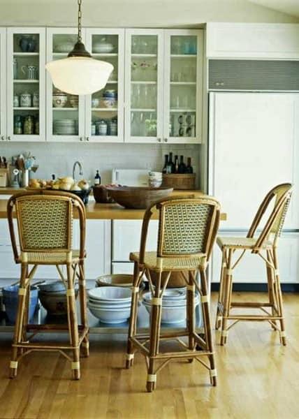 Кухня и обеденная зона в стиле кантри