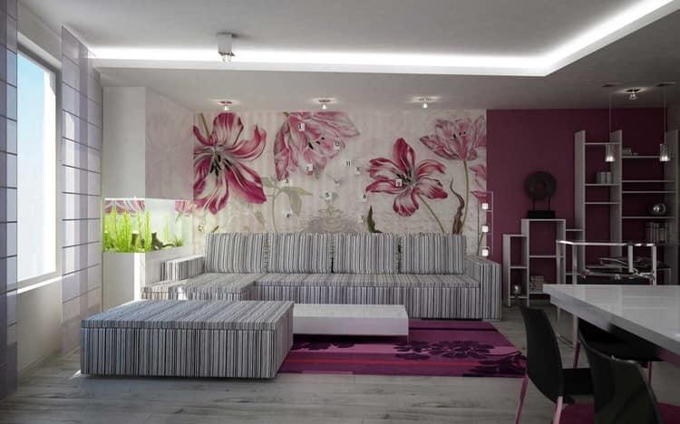 Розовый ковер в белой комнате с элементами того же оттенка