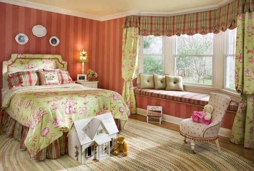 Кровать в детской спальни для девочки
