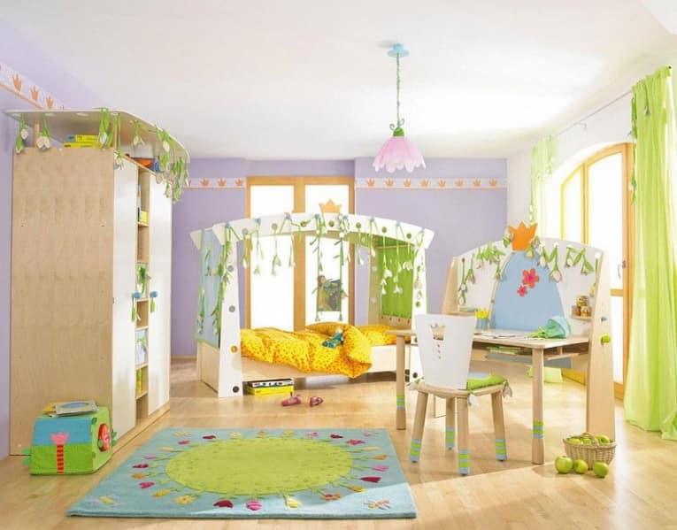 Весенняя детская с кроватью и мебелью в одном стиле