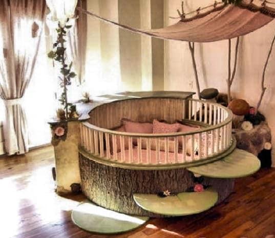 Кровать для девочки необычной формы в виде дерева
