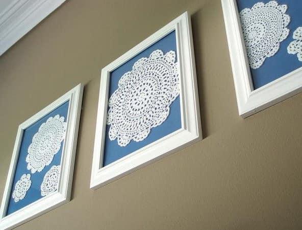 Белые кружевные салфетки для декора стен