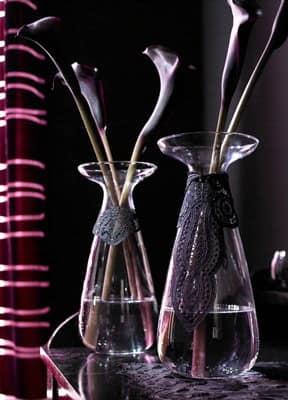Декор кружевом стеклянных ваз фото