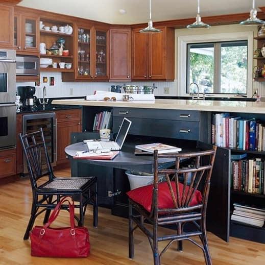 Рабочее место на кухне в обеденной зоне
