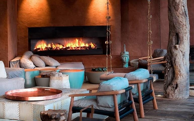 Камин на веранде - можно вечером сидеть и открытого огня и греться, если на улице прохладно