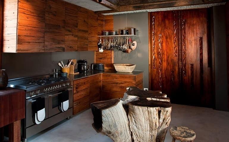 Кухня на вилле Leobo Private Reserve