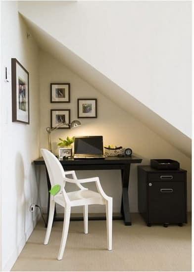 Маленький кабинет под лестницей