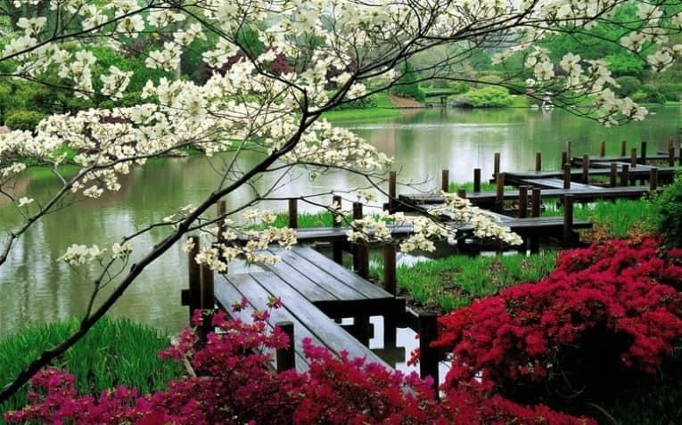 Плоский длинный мостик для японского сада