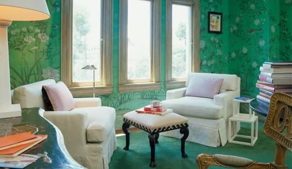 Насыщенный цвет обоев для стен в гостиной
