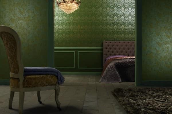 Темные зеленые обои в гостиной фото