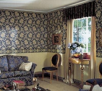 Делим стены: два вида обоев в гостиной