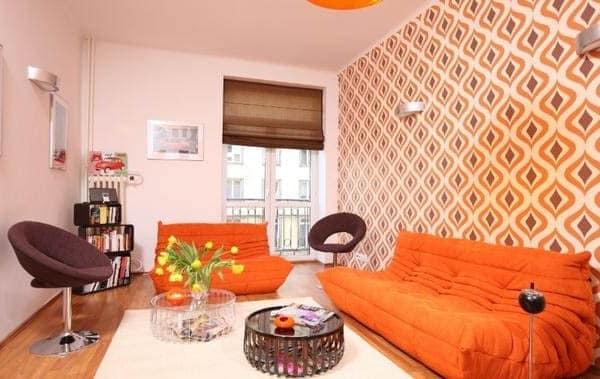 Оранжевый диван в интерьере фото