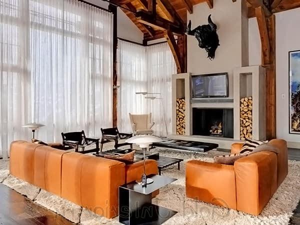 Фото оранжевого дивана в интерьере
