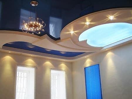 Синий цвет потолка в спальне фото