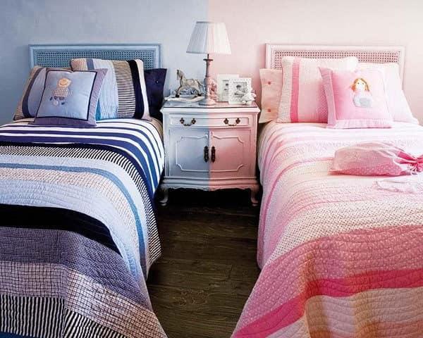Две кровати рядом в детской для мальчика и девочки