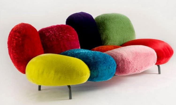 Дизайнерский яркий разноцветный диван фото