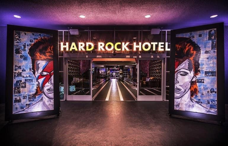 Входная группа отеля Hard Rock на фото