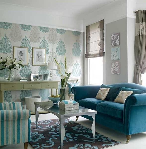 Бирюзовый диван в гостиной фото