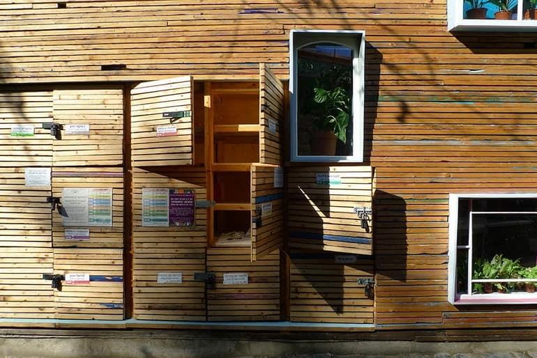 Ставни: окна и витрины в эко-магазине