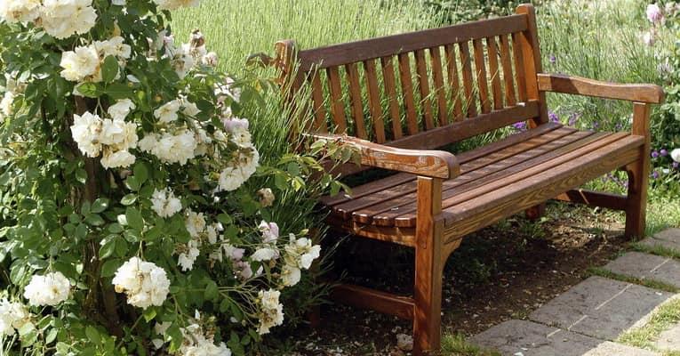 Выбираем скамейку для сада в уголок для отдыха