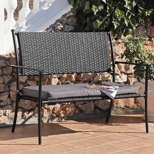 Легкая садовая скамейка из ротанга