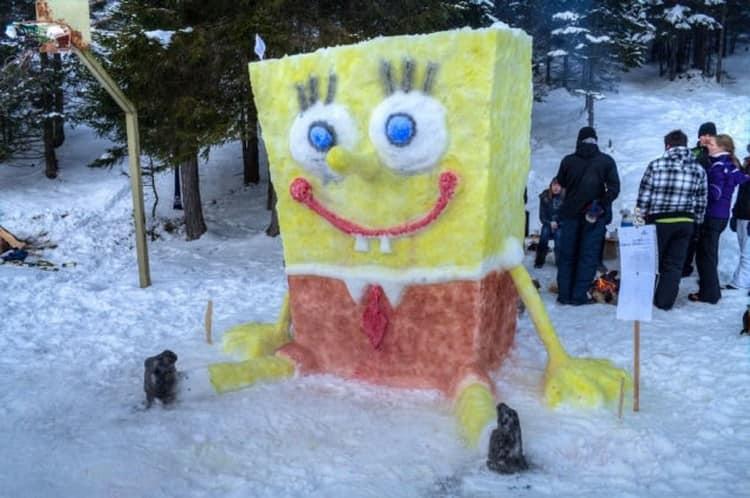 Зимняя уличная поделка: спачбоб из снега