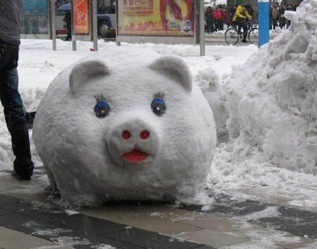 Снеговик в виде свинки
