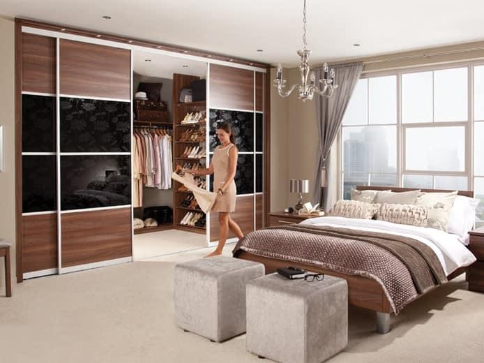 Спальня-гардеробная в коричневых тонах