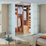 Угловой гардероб в спальне