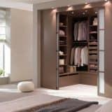 Коричневая спальня с гардеробом