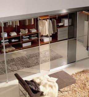 Дверь из стекла в гардеробной