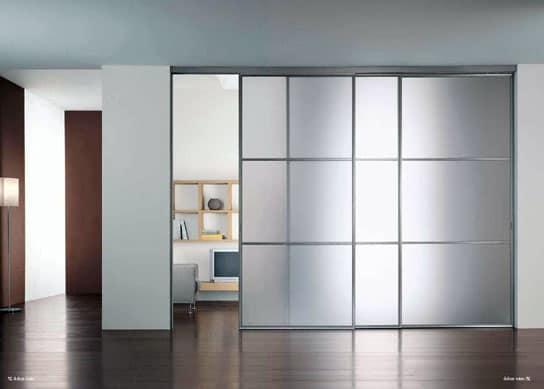 Откатной механизм стеклянной двери-стены