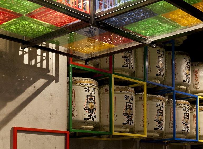 Японские мотивы и яркие краски суши-бара