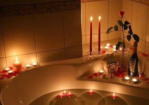 Декор ванны свечами на день Влюбленных