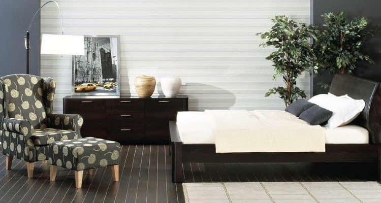 Светлая спальня с темной мебелью фото