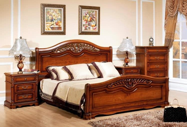Коричневая кровать для светлой спальни