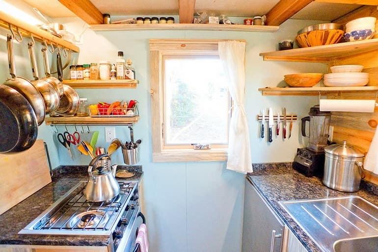 На такой кухне удобно готовить не только в путешествии, но и дома