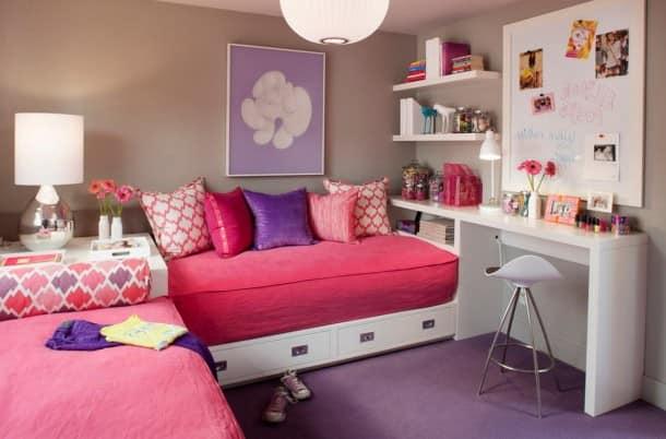 Кровати под углом в детской для двух девочек