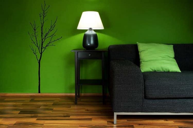 Однотонная зеленая стане в квартире