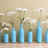 Голубые вазы из бутылок