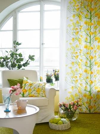 Яркие цветочные шторы для создания весеннего настроения