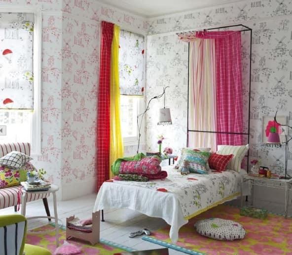 Цветные шторы для весеннего декора