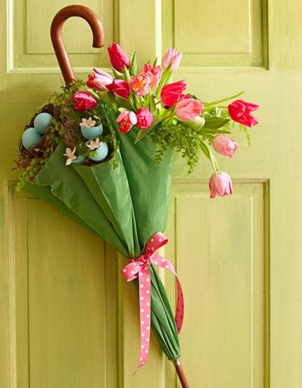 Дачный весенний декор: зонтик с тюльпанами