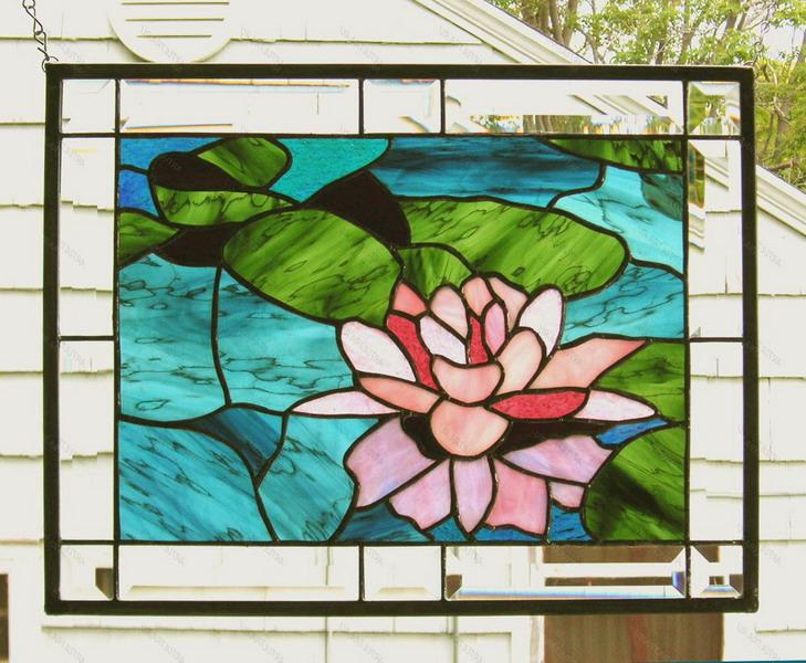 Картины-витражи в декоре интерьера квартиры и дома