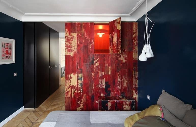 Окошко в ванную - стилизация под домик в красных тонах