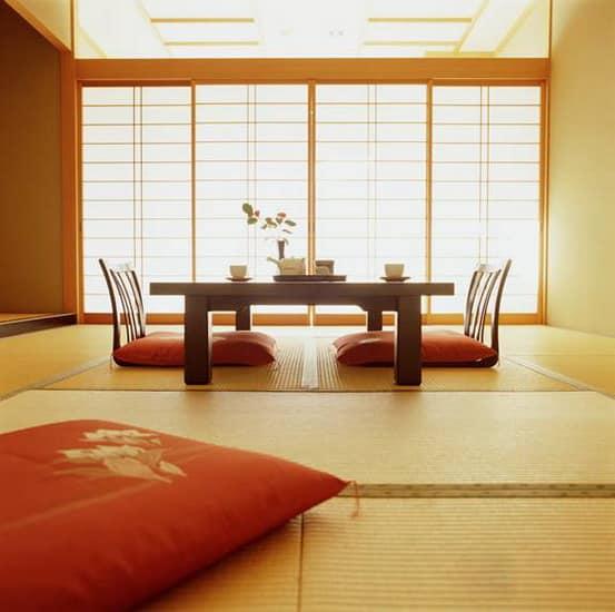 Теплые оттенки японского стиля гостиной