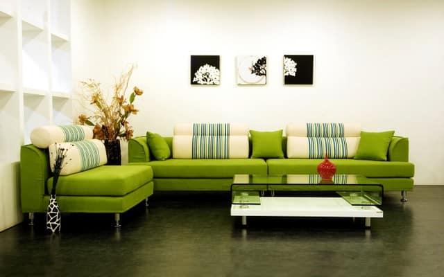 Зеленый диван в интерьере фото