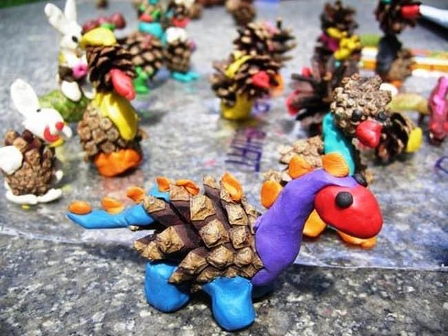 Поделки из шишек и пластилина, которые можно сделать вместе с детьми