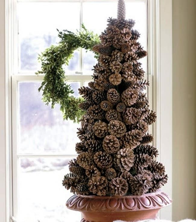 Делаем новогоднюю елку из шишек